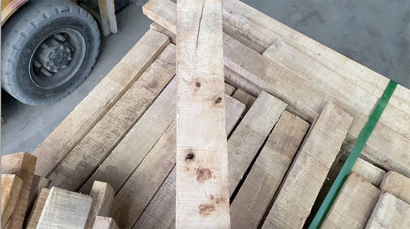 lỗi bị mắt sâu thối trên gỗ cao su xẻ sấy
