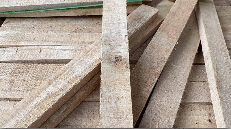 lỗi bị mắt sống trên gỗ cao su xẻ sấy