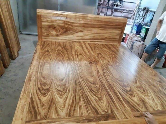 Giường ngủ làm từ gỗ Hương xám