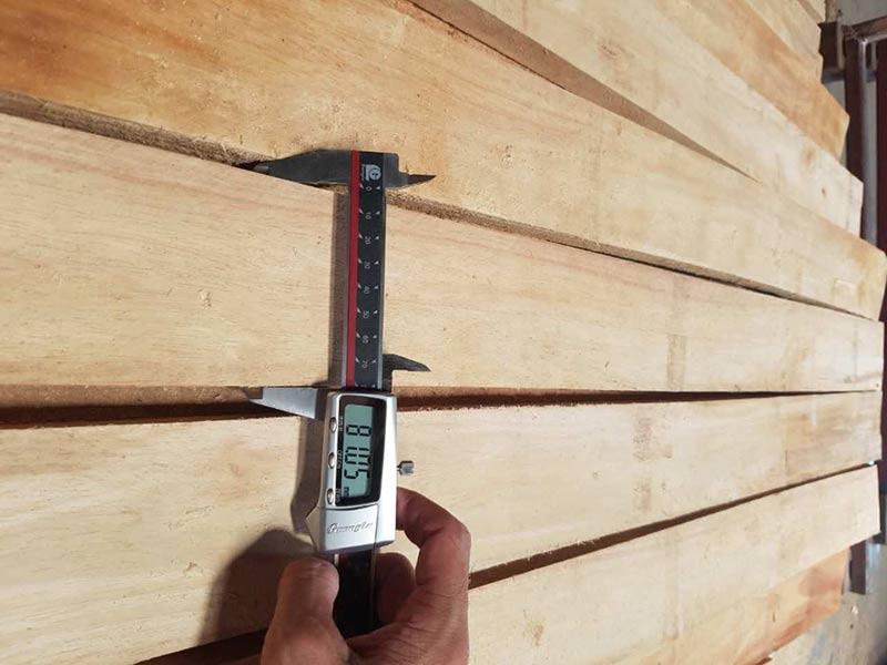 gỗ cao su tròn xẻ sấy
