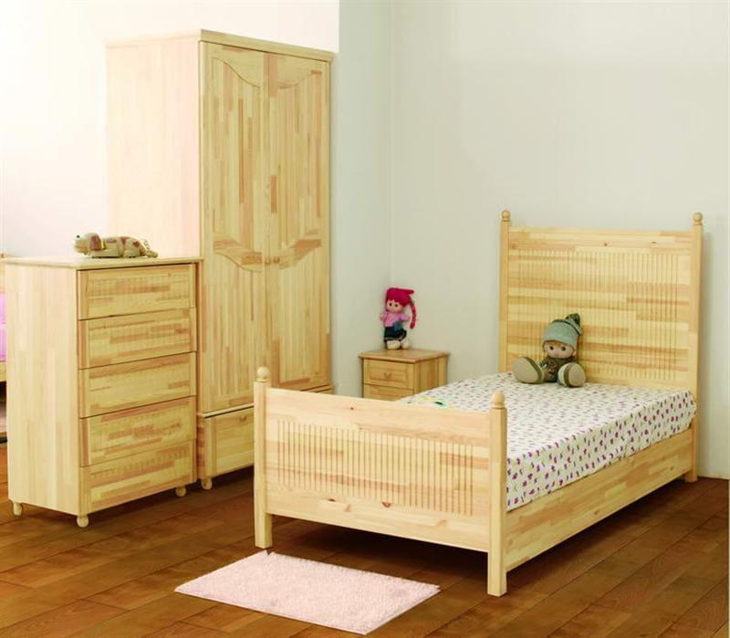 Bình ảnh phòng ngủ bằng gỗ thông