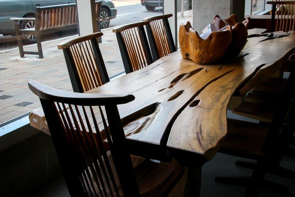 Nổi bật cùng bàn gỗ me tây nguyên khối