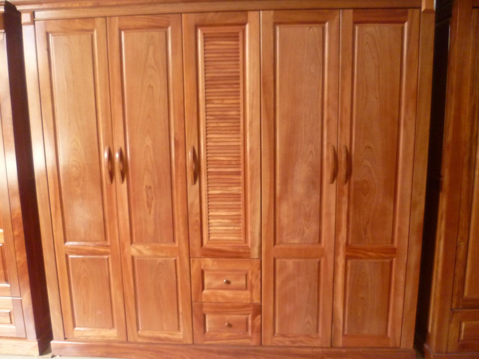 Tủ quần áo bằng gỗ lát Hoa