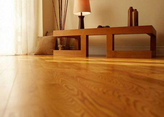 Gỗ cao su và gỗ thông cái nào tốt hơn