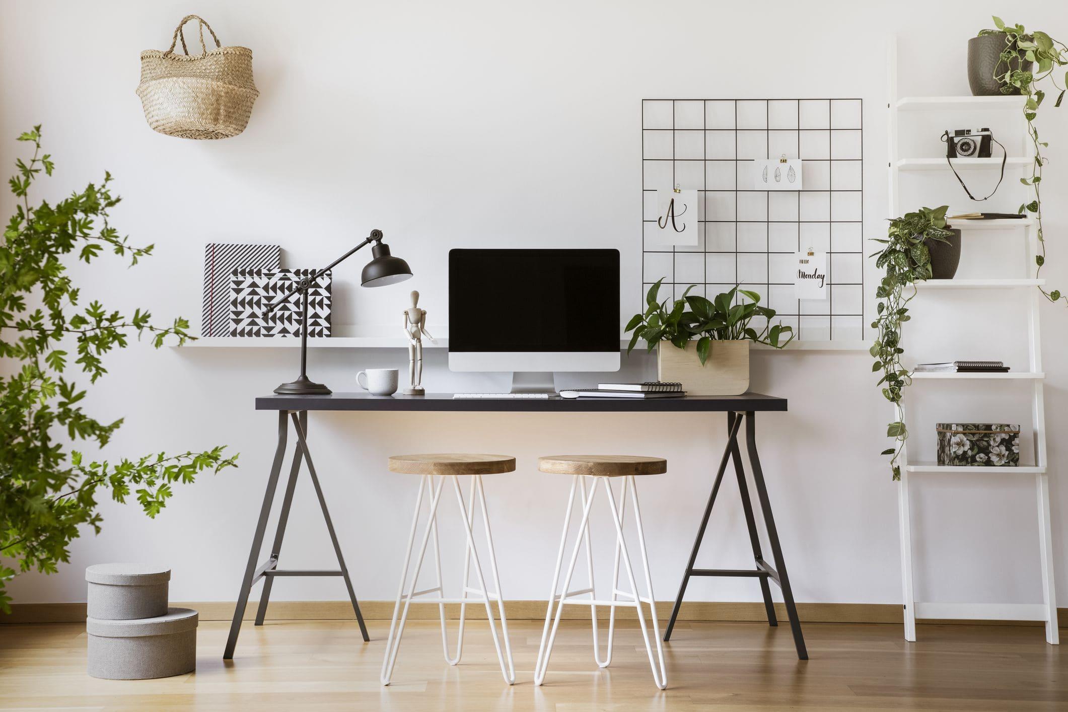 Cách xác định hướng bàn làm việc