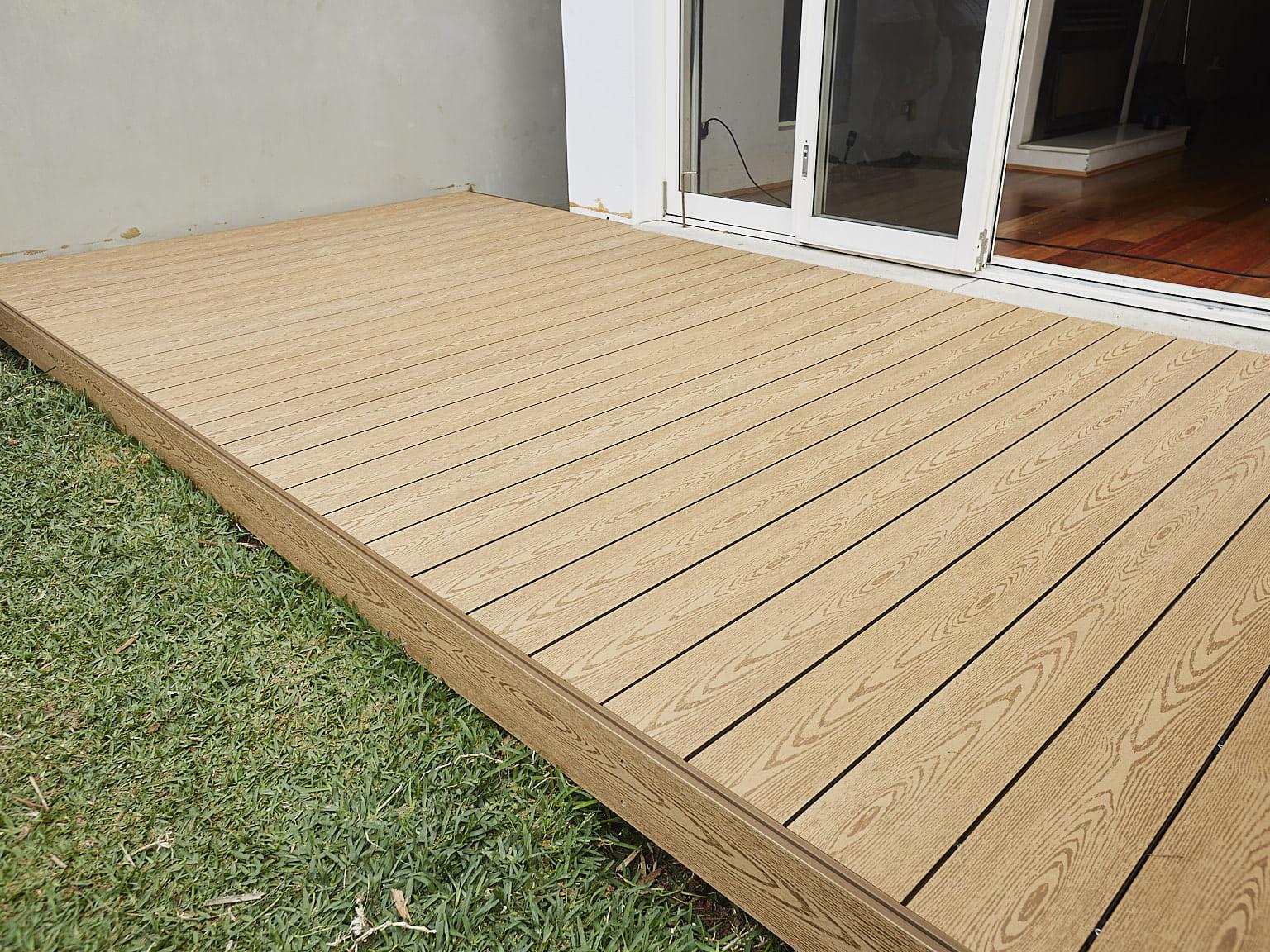 Sàn nhà ngoài trời được làm ra từ gỗ nhựa composite