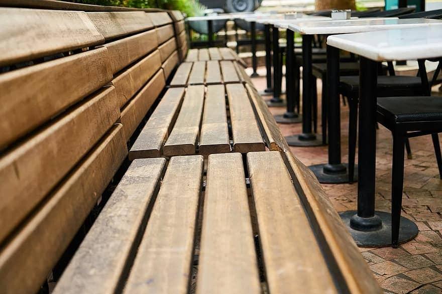 Mẫu bàn ghế cafe gỗ sân vườn