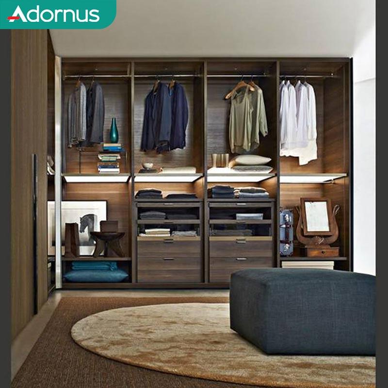 Mẫu 4: Tủ quần áo gỗ cao su