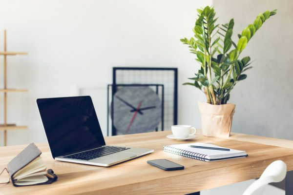 Xem hướng bàn làm việc