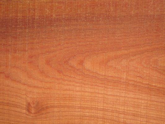 Gỗ xoan đào là gỗ tự nhiên nên rất cứng